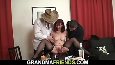 Sexy grandma takes double penetration after strip poker