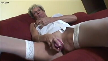 Hot Granny Play Fun With Dildo - CoViD-88