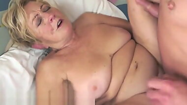 Chubby granny jizzed on hairy pussy