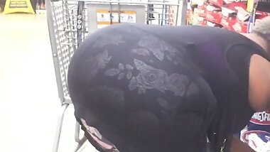 Candid Black Granny bending her Phat Nut Ass everywhere