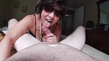 Sexy brunette mature in sunglasses sucks thick cock for a big load.