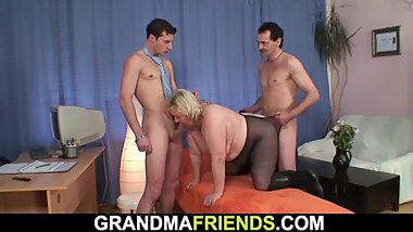 Very old blonde grandma double penetration